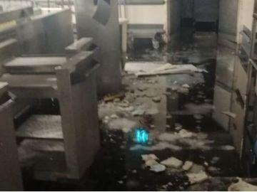 Escombros del techo del Hospital Gregorio Marañón tras el incidente