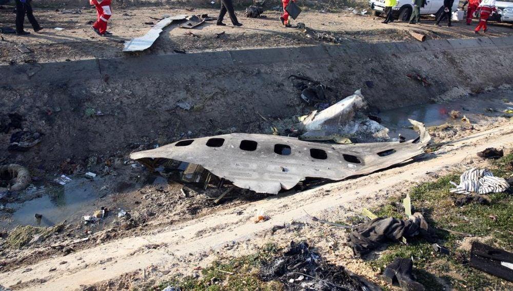 Imagen de los restos del avión derribado en Teherán