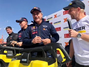El piloto español Carlos Sainz (Mini), líder del Dakar en coches