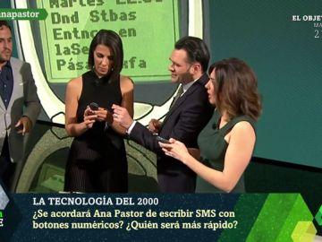 Ana Pastor vive el 'efecto 2000' de laSexta Noche: de escribir un SMS con botones numéricos a revivir sus primeras apariciones en televisión