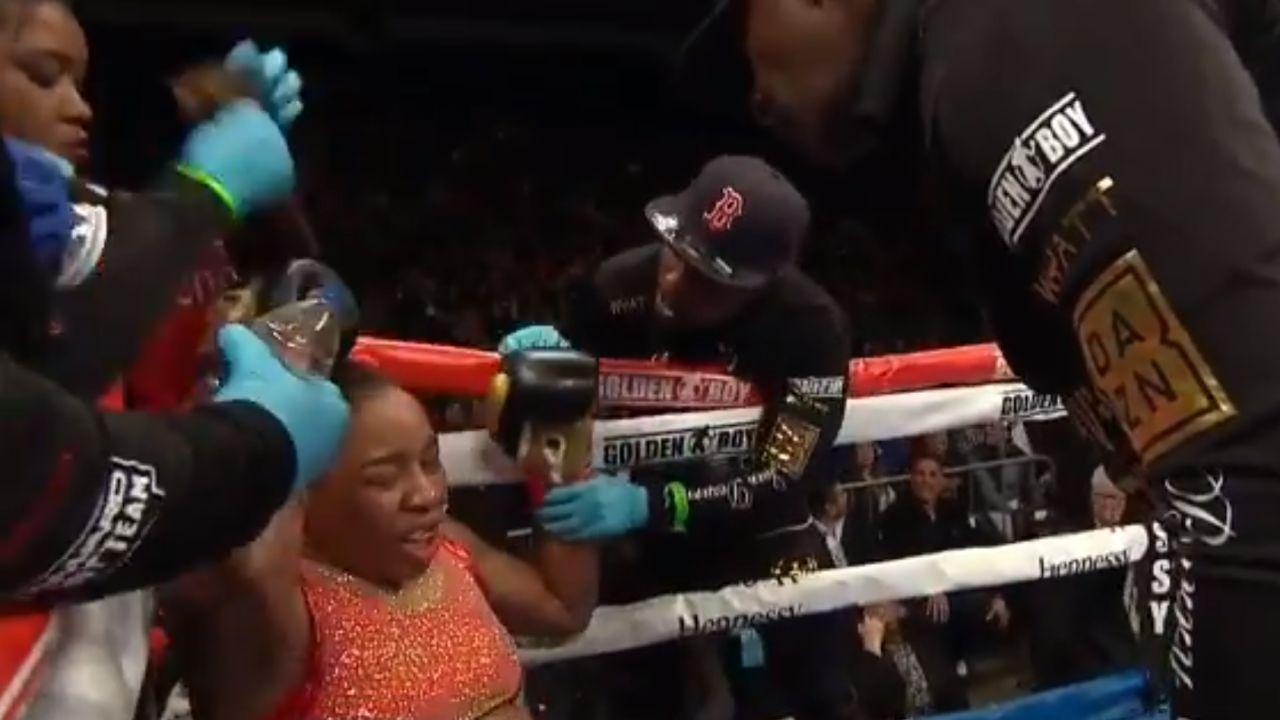 El momento en el que quitan la peluca a la boxeadora Franchon Crews Dezurn