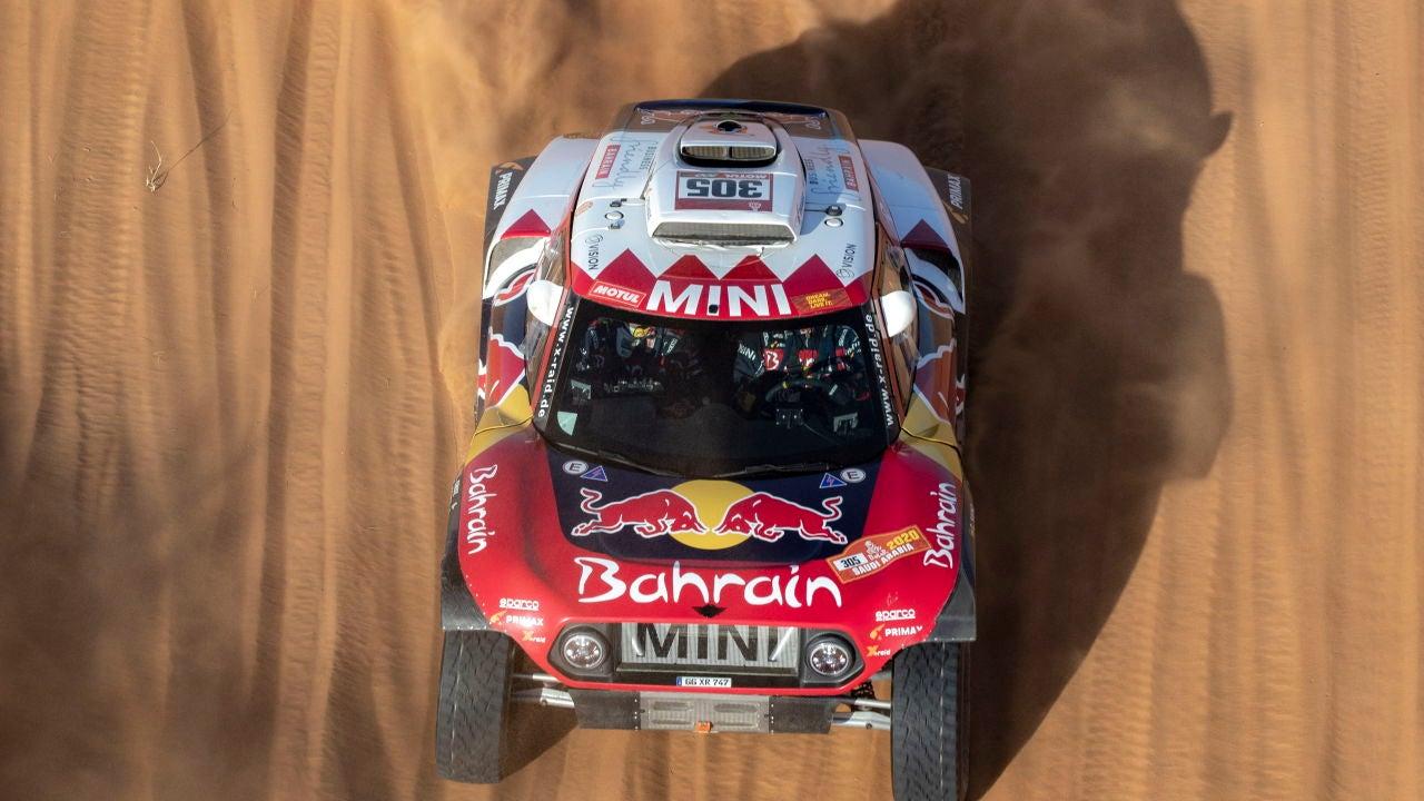 Carlos Sainz, a bordo de su Mini durante el Dakar
