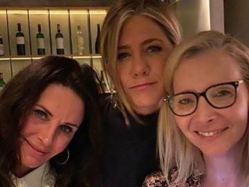 Las fotografías de Jennifer Aniston con las chicas de 'Friends' que han revolucionado las redes sociales