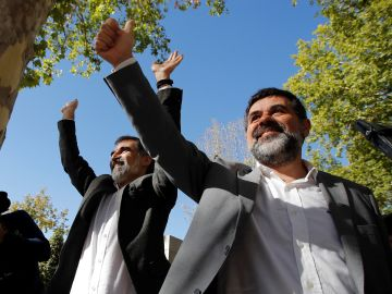 El presidente de Òmnium Cultural, Jordi Cuixart, y el expresidente de la ANC Jordi Sànchez