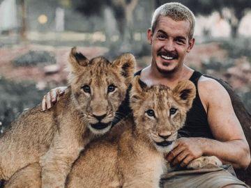 Dean Schneider, el joven amigo de una familia de leones