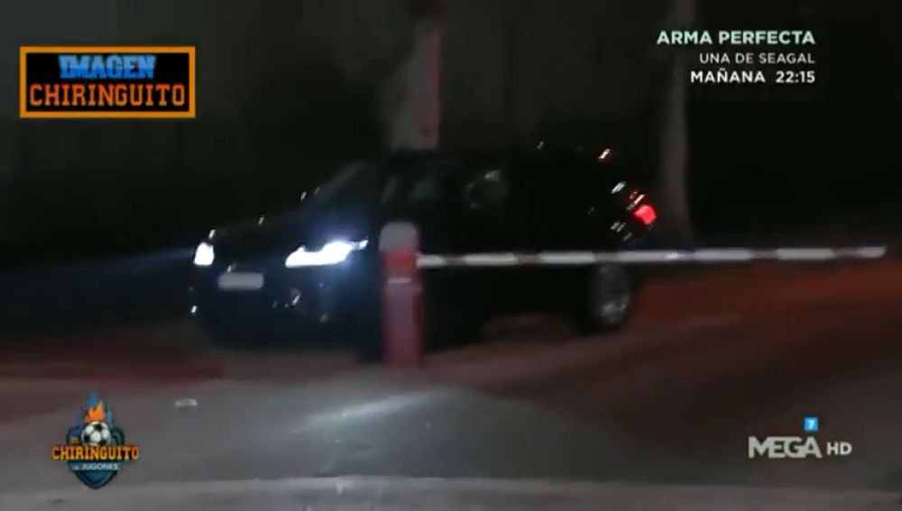 Gil Marín se salta la barrera del parking del aeropuerto para poder salir