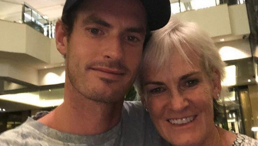 Andy Murray junto a su madre