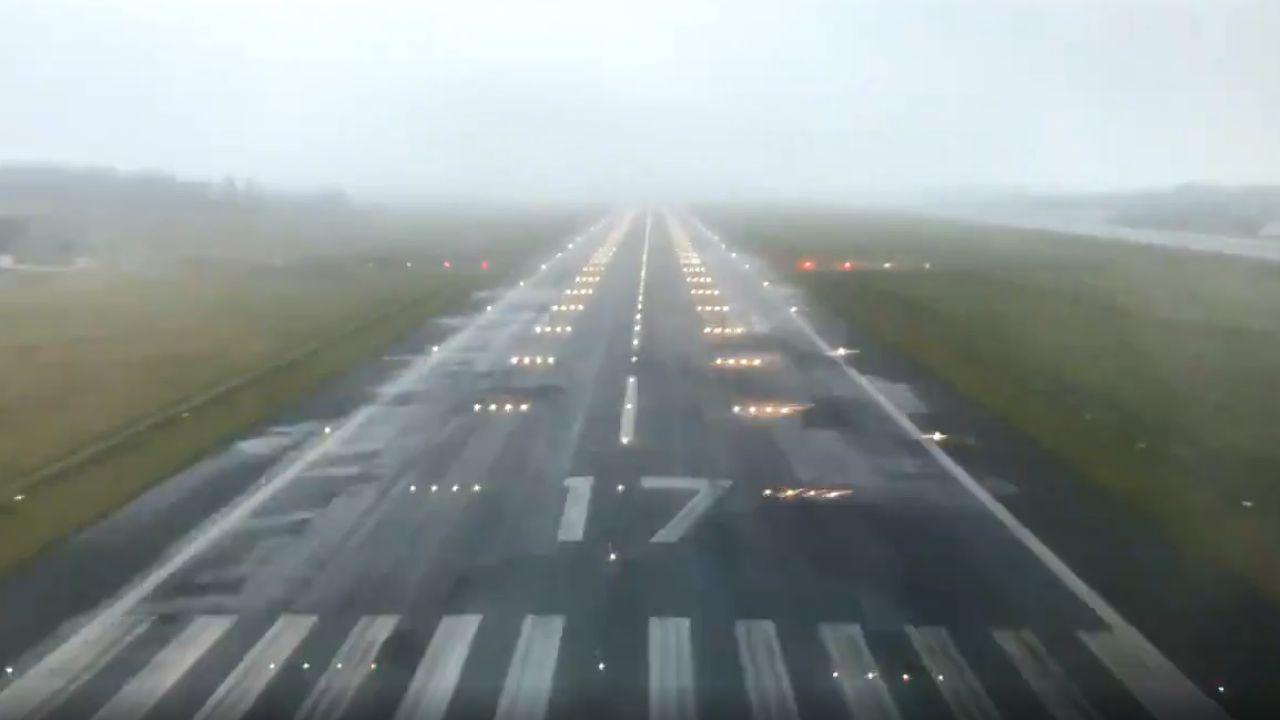 El angustioso vídeo que te hace ponerte en la piel de un piloto de avión en un aterrizaje con niebla en Galicia