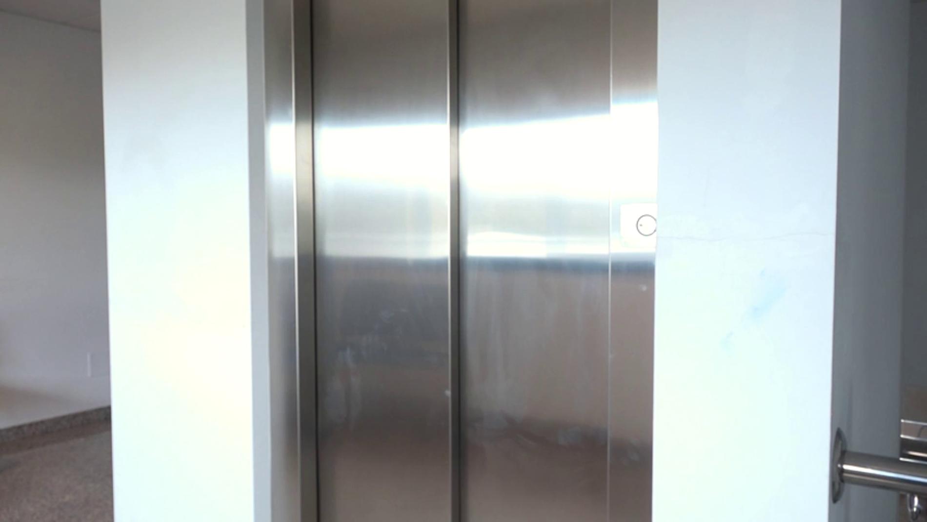 Caída libre en ascensor: así puedes aumentar las probabilidades de sobrevivir
