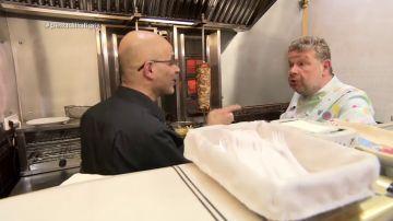 """Alberto Chicote se enfrenta a Karim, el dueño de 'El Tigris' al que le importa su kebab """"un huevo"""""""
