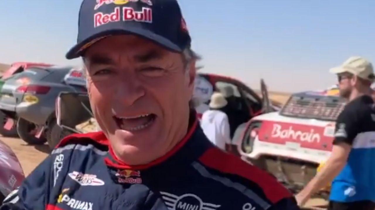 Carlos Sainz, sonriente en el vídeo de Fernando Alonso