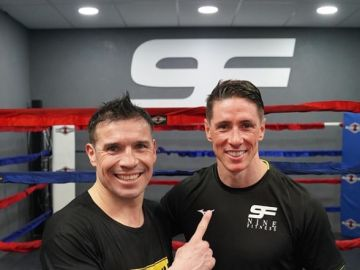 Fernando Torres junto a Maravilla Martínez.