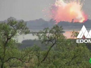 Imagen de la explosión en un almacén de pirotecnia en México