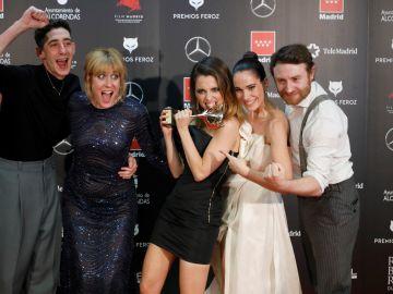 El equipo de 'Vida perfecta' posa con el premio