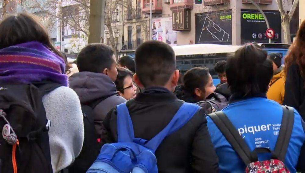 Niños a la salida de los colegios