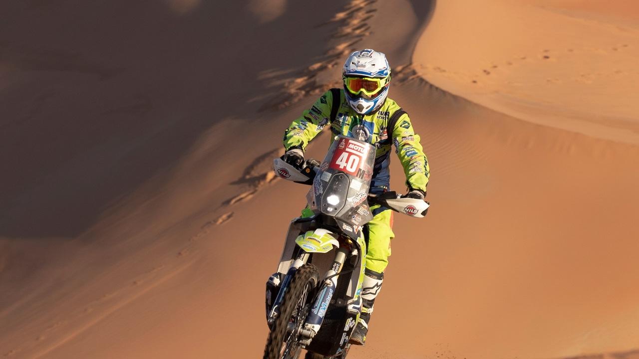 El piloto Edwin Straver, durante la etapa 11 del Dakar
