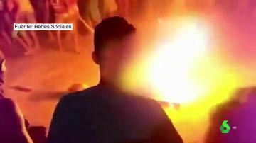 Linchan, descuartizan y queman vivo a un hombre acusado de violar y matar a una niña de diez años