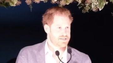 El príncipe Harry durante su discurso en una cena benéfica