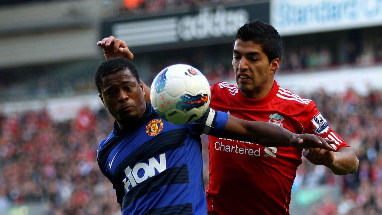 Evra y Suárez durante un Liverpool-United