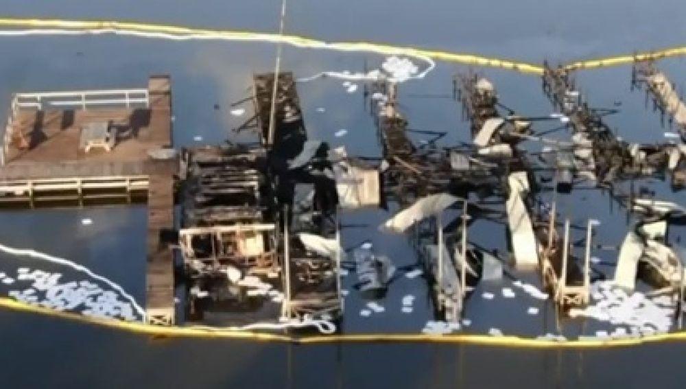 El embarcadero calcinado por un incendio en Alabama