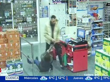 Una mujer se enfrenta a 'paraguazos' contra un atracador en Vallecas
