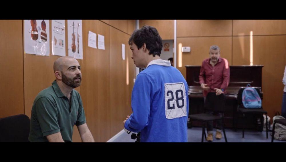 """Héctor se lanza """"a las bravas"""" para conseguir su sueño en el Teatro Real: """"¿Puedo dirigir una canción para el día de Navidad?"""""""
