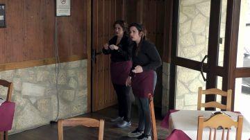"""El espectáculo a gritos de Estefanía con las camareras por las lágrimas de su madre: """"¡Vamos a dejarlo, sí!"""""""