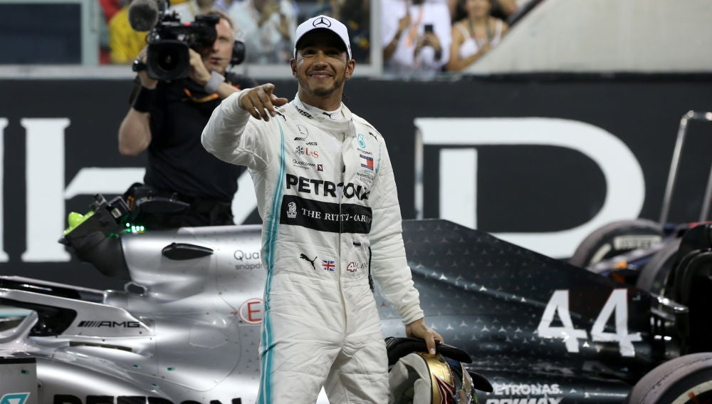 Lewis Hamilton celebra una victoria en Fórmula 1.