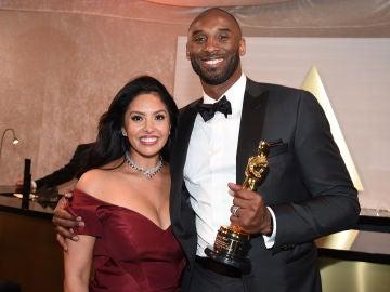 Vanessa Bryant, junto a Kobe Bryant cuando ganó el Oscar