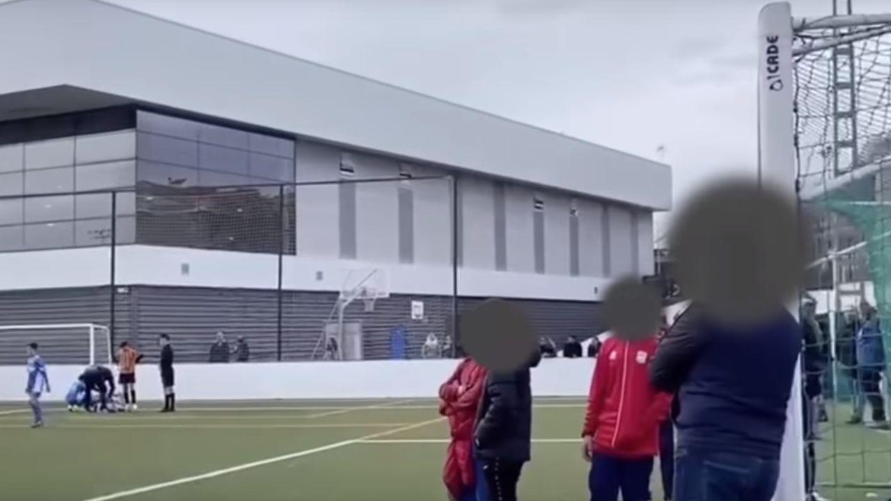 Un padre insta a su hijo a lesionar a un rival durante un partido de alevines