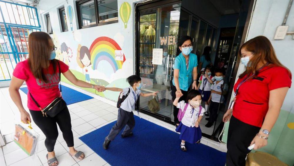 Imagen de archivo de medidas preventivas por el coronavirus en un colegio chino-filipino de Ciudad Quezón