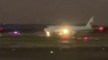 El vídeo del avión de Air Canada aterrizando de emergencia en Madrid-Barajas