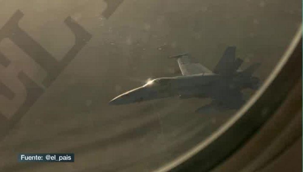 Un caza F18 del Ejército del Aire está evaluando en vuelo los daños del avión de Air Canada que intenta aterrizar en Barajas