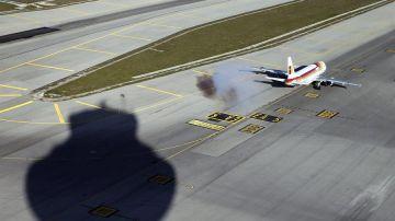 Un avión despega en el Aeropuerto de Barajas
