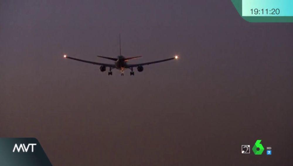 Así tomó tierra en Barajas el avión de Air Canada con problemas en el tren de aterrizaje