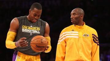 Kobe Bryant y Dwight Howard en un partido de los Lakers