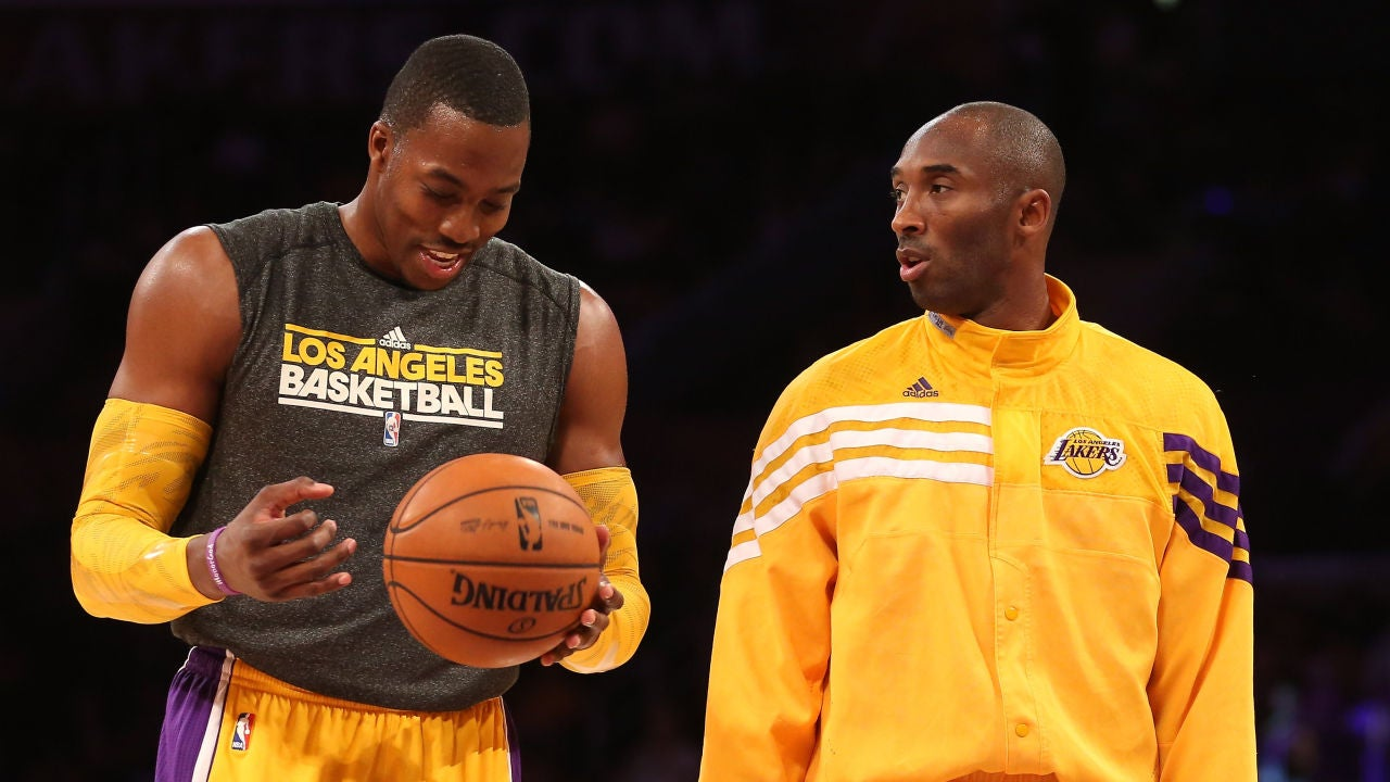 Kobe Bryant y Dwight Howard en un partido de los Lakers