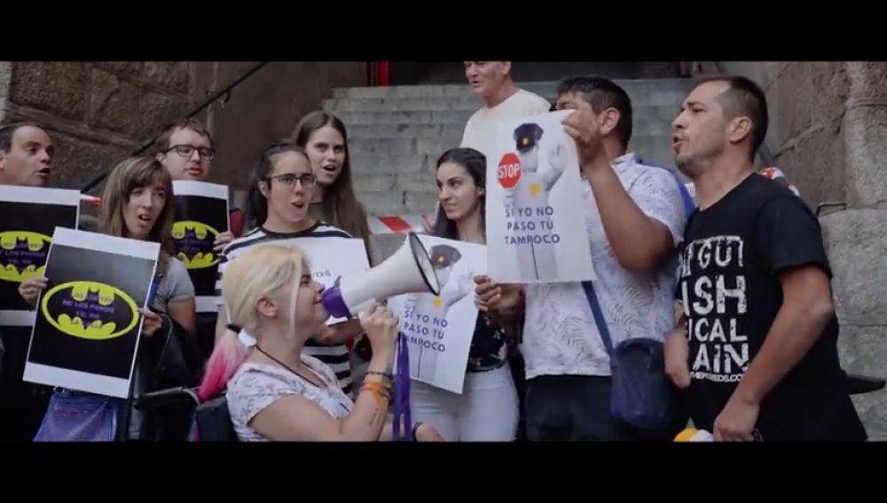 Al grito de 'Si yo no paso, tú tampoco': así reivindican Dara y El Langui los derechos de las personas con discapacidad