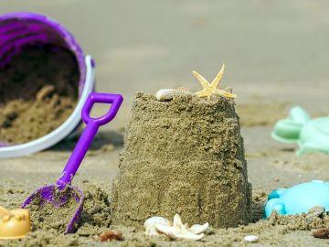Imagen de archivo de juguetes en la playa