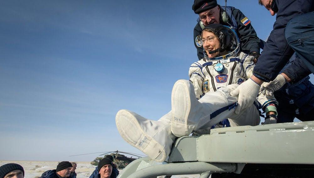 Vuelve a la Tierra la astronauta que mas tiempo ha pasado en el espacio