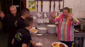 """Chicote tiene que poner orden ante el descontrol en la cocina: """"Esto no es el patio de un colegio"""""""