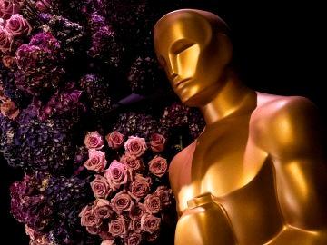 Imagen de un estatua de Oscar en una fiesta de la Academia de Hollywood