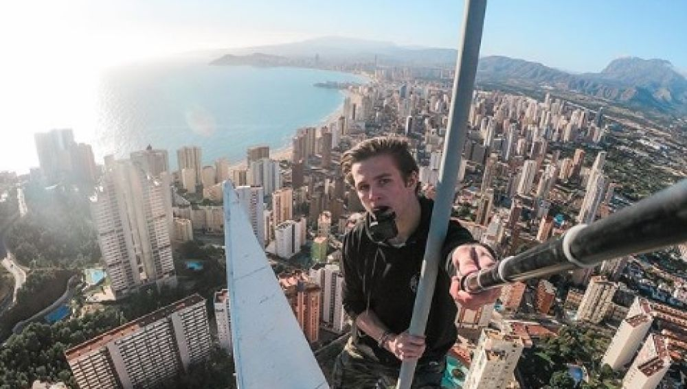 Selfie en lo alto de un edificio.