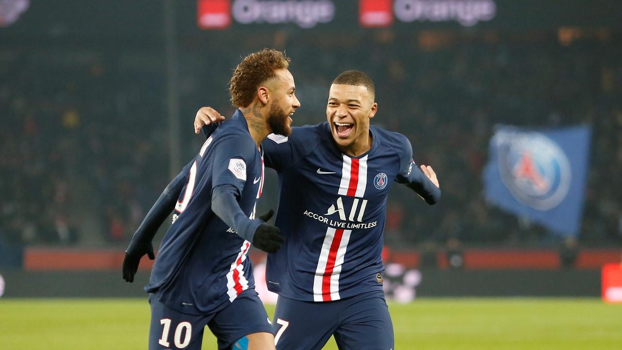 Neymar y Mbappé celebran un gol con el PSG