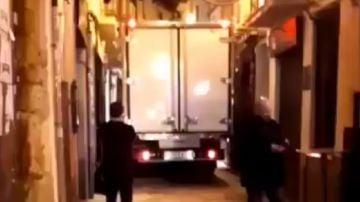 Un camión se queda atascado en una calle de Zamora durante más de dos horas