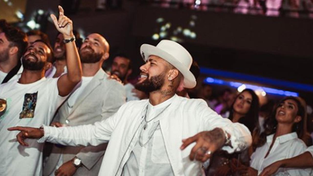 Neymar, durante su fiesta de cumpleaños