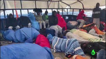 El barco humanitario Aita Mari se queda sin espacio y recursos tras un nuevo rescate