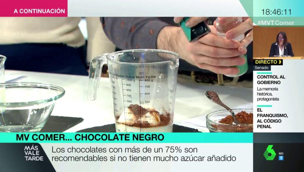 Sí, puedes comer chocolate de forma saludable: esta es la receta de natillas caseras sin grasa ni azúcar