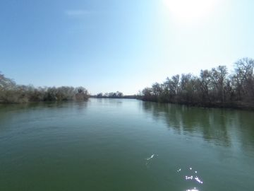 El río Ebro, a su paso por Campredó, entidad del municipio de Tortosa (Tarragona)