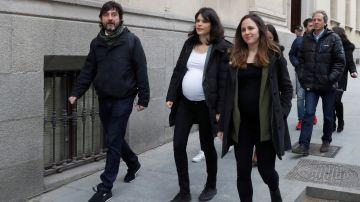 Isabel Serra (c), a su llegada al TSJ de Madrid